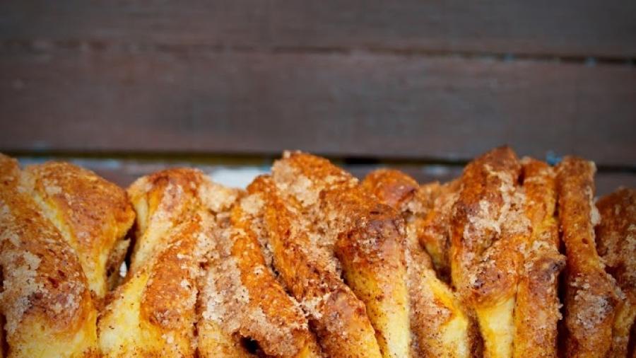 cinnamon sugar pull apart bread 1