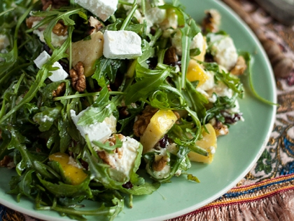 Salata od jabuka, oraha i brusnica 1