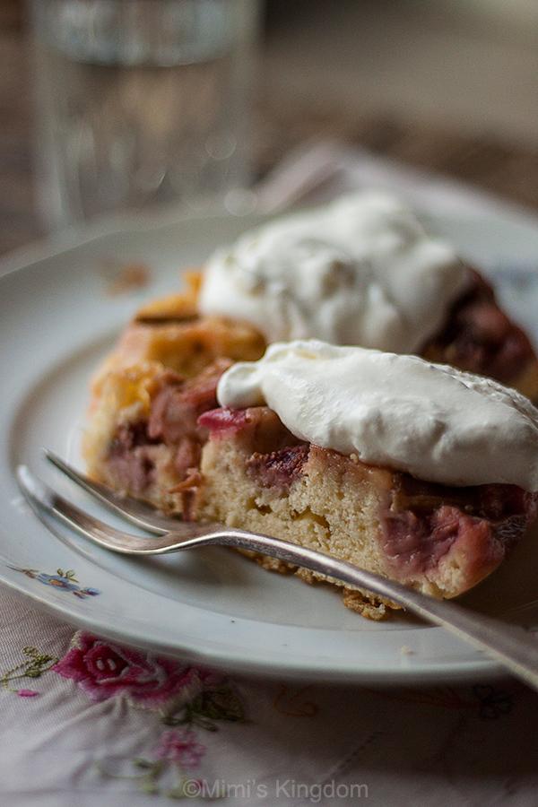 Izvrnuta torta sa rabarbarom i jagodama 2