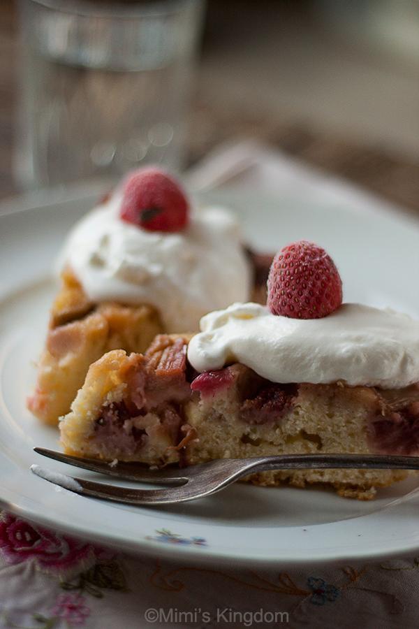 Izvrnuta torta sa rabarbarom i jagodama 3
