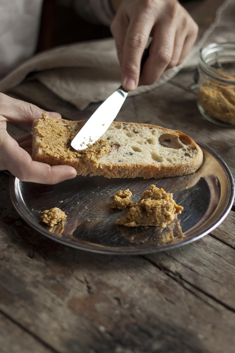 domaći senf i ruke