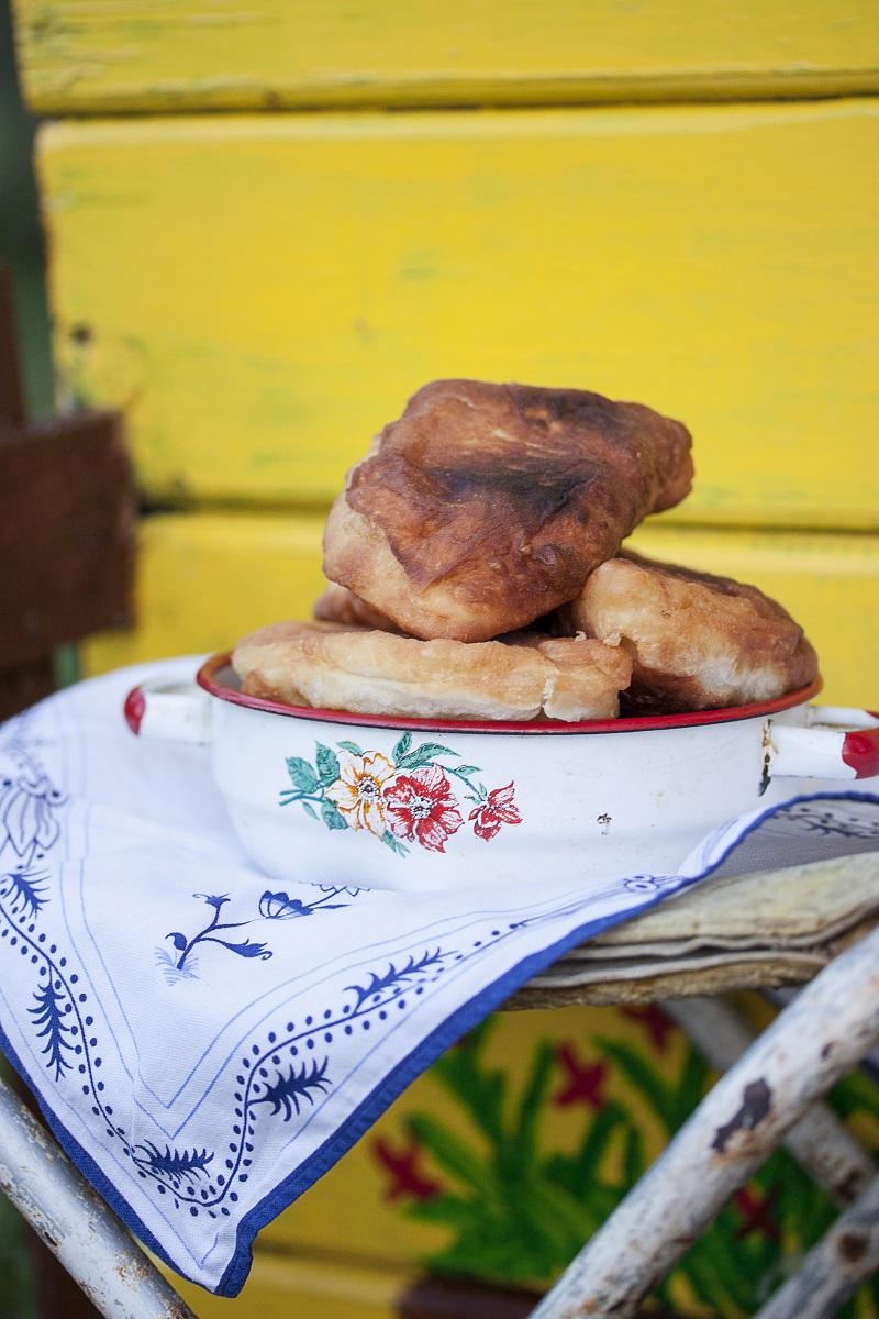 ukrajinske piroške ispred kućice