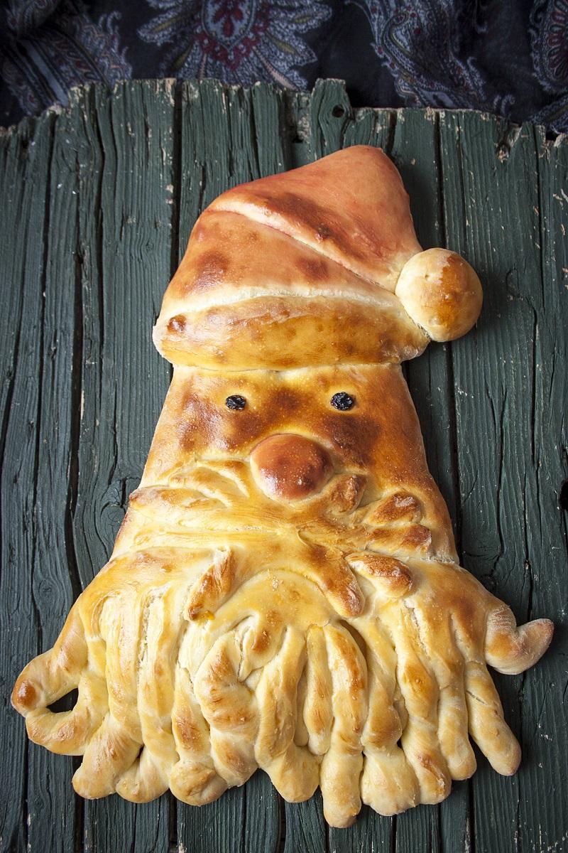 Hleb u obliku Deda Mraza