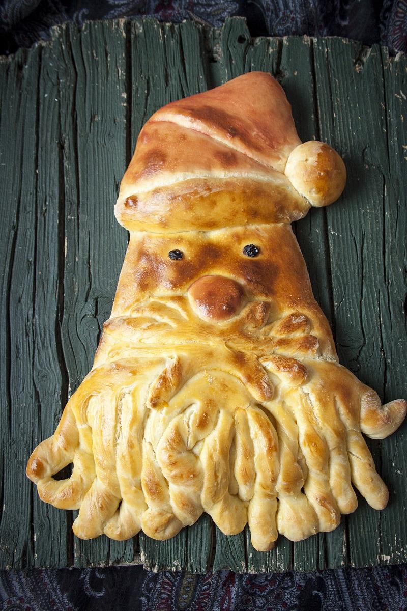 novogodišnji hleb u obliku Deda Mraza
