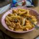 Testenina sa mocarelom, suvim paradajzom i piletinom