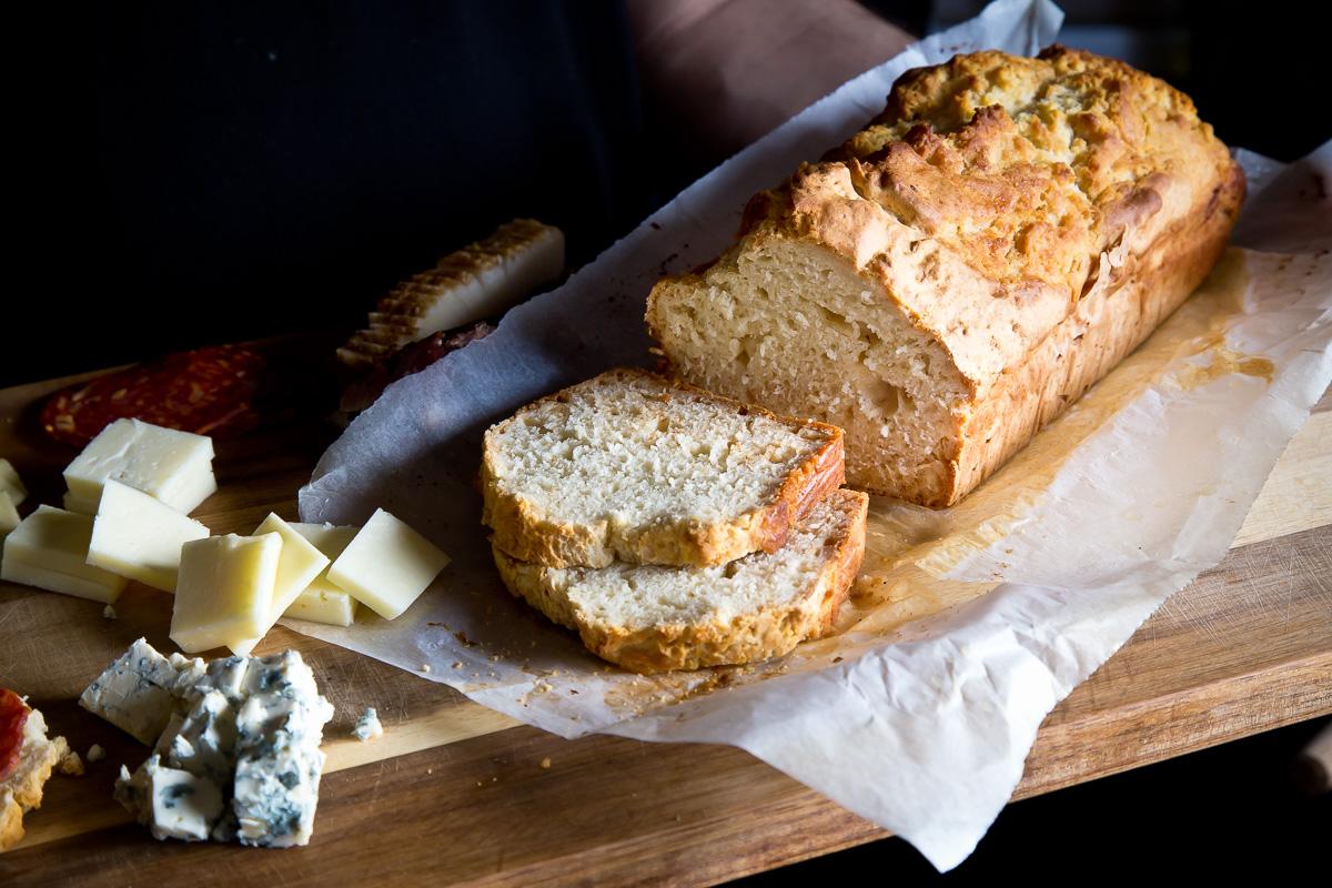 Brzi superukusni hleb sa pivom i medom