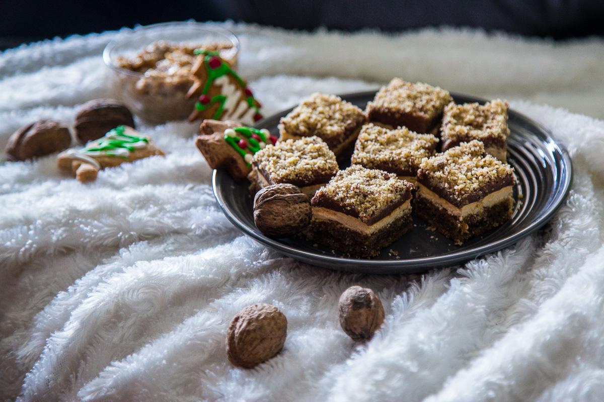 Marcipan štangle - kolač sa orasima, krckavim slojem od žumanaca i šećera i čokoladom