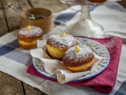 Italijanske krofne sa vanil kremom bomboloni