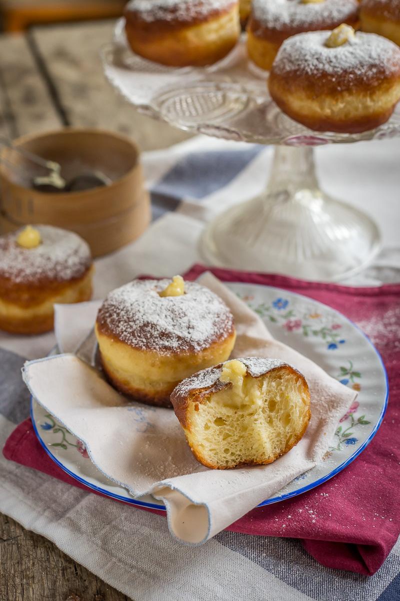 bomboloni - italijanske krofne sa vanil kremom
