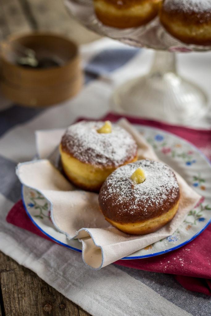 Italijanske krofne, bomboloni, punjene vanil kremom