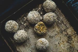 Zdrave kuglice sa kokosom, limunom i cia semenkama