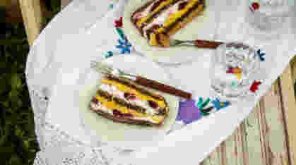 Torta od visanja, pecenih lesnika i mlecne cokolade