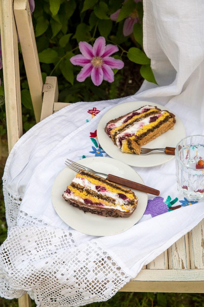 Odlicna, kremasta Nugat torta od lesnika i visanja