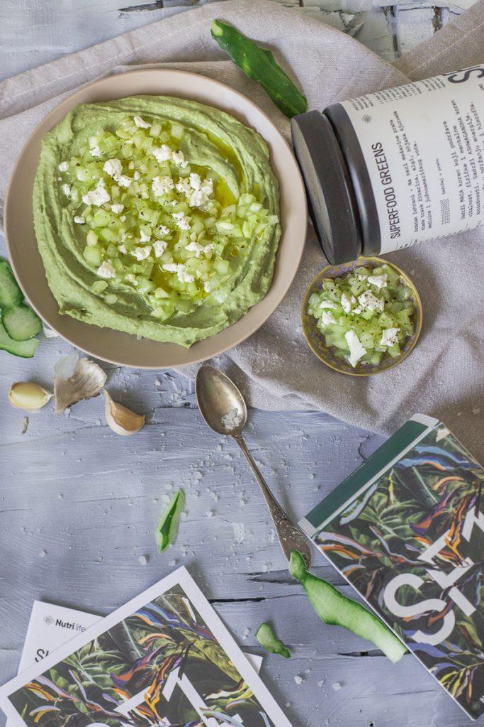 Caciki humus je savršen spoj caciki salate i humusa