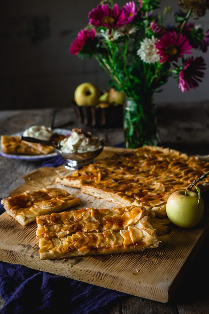 Francuski tart od jabuka sa lisnatim testom