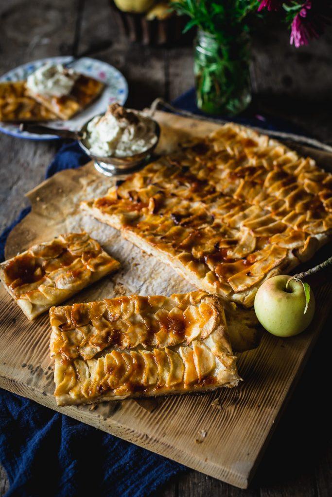 Francuski tart sa jabukama od lisnatog testa, krckav i mirisan