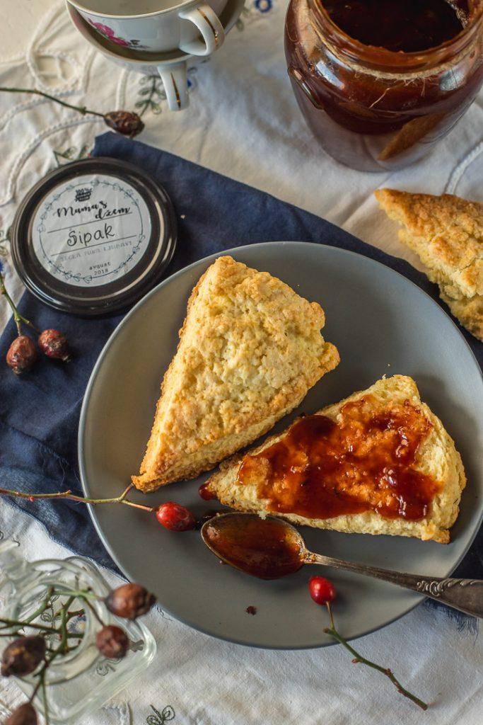 Skosni premazani sa domaćim džemom od šipka