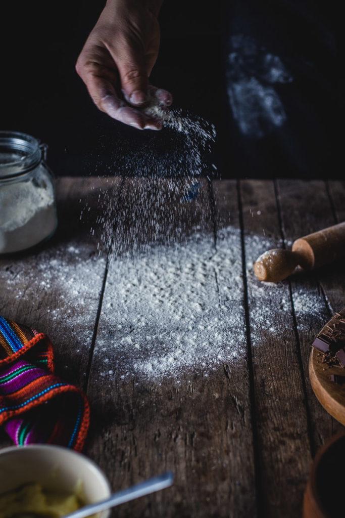 daska posuta brašnom, psremna za mešenje