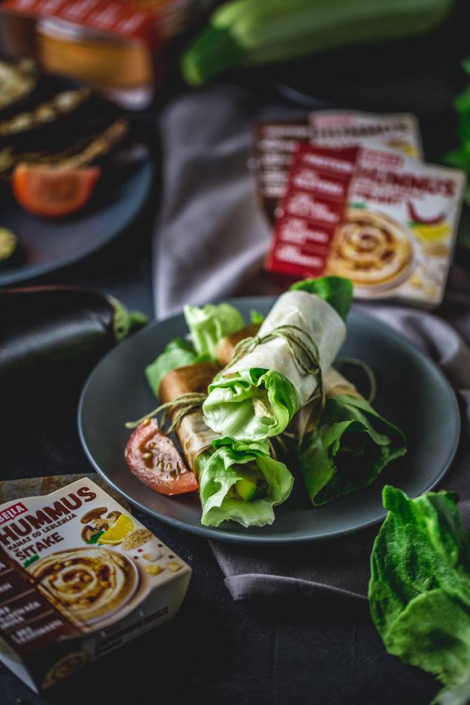 zamotuljci sa grilovanim povrćem i humusom