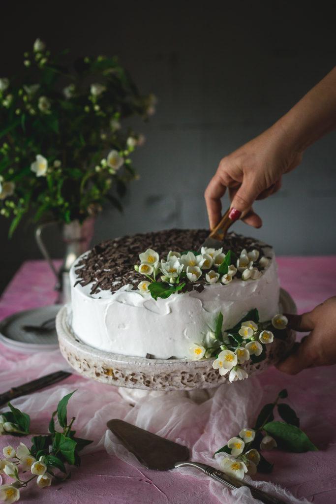 torta sa kandiranim voćem i malinama