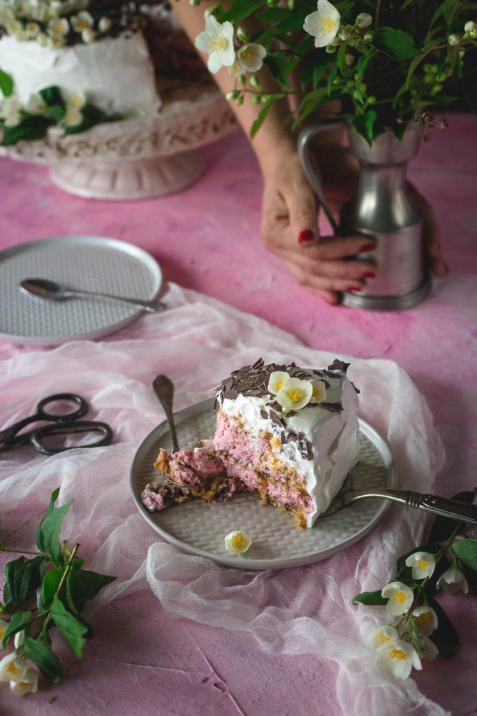 parče ciganske torte sa malinama