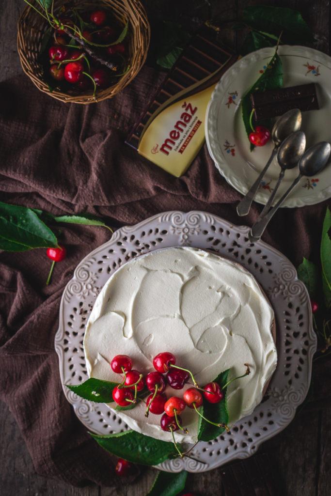 kremasta čokoladna torta pogled odozgo