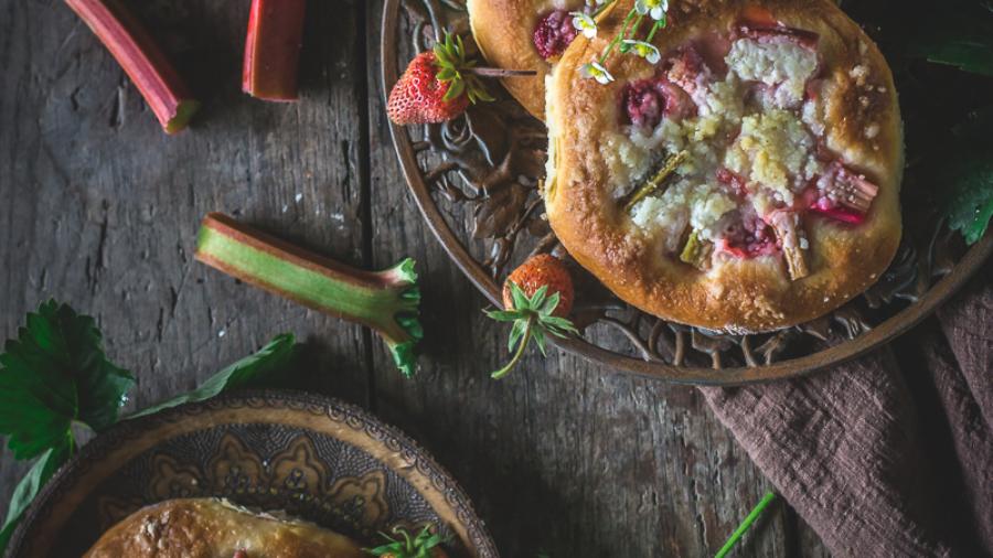 Peciva sa jagodama i rabarbarom