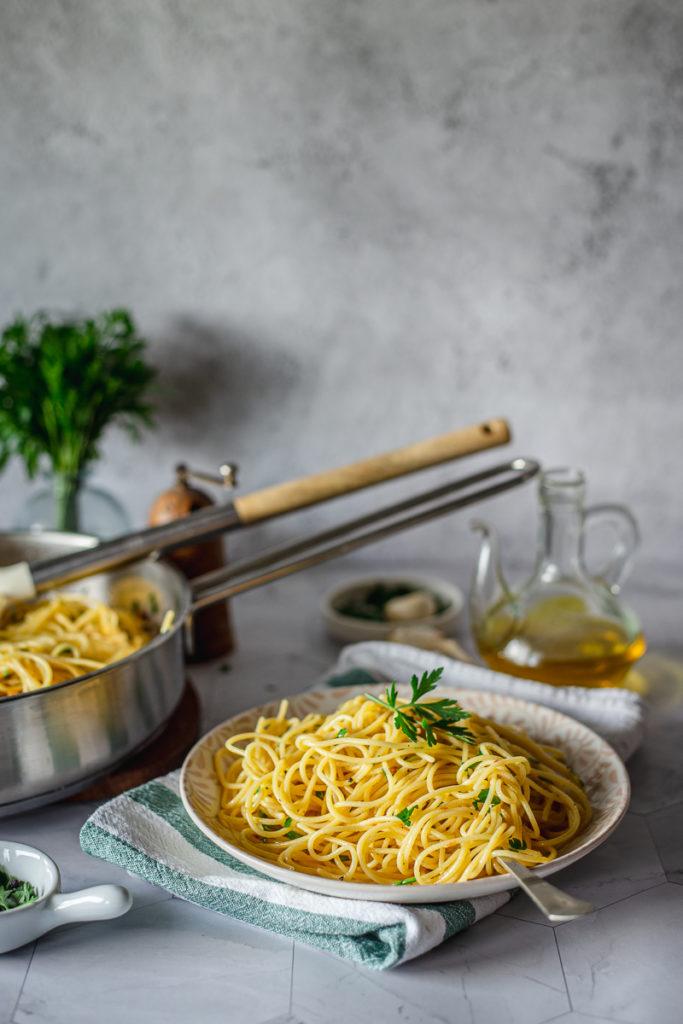špagete sa maslinovim uljem i belim lukom