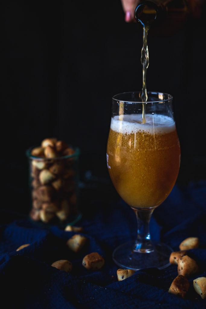 sipanje piva u čašu