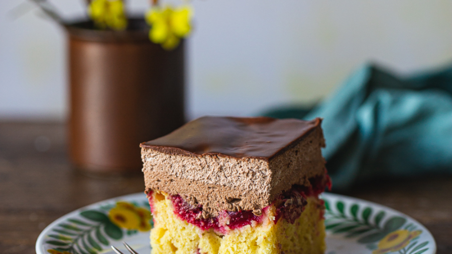 kolač sa višnjama i čokoladom