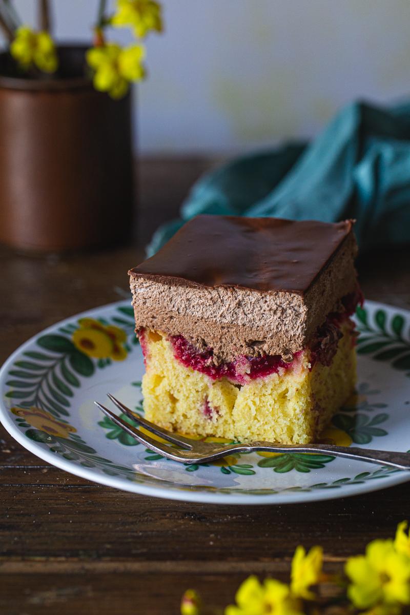 parče kolača sa višnjama
