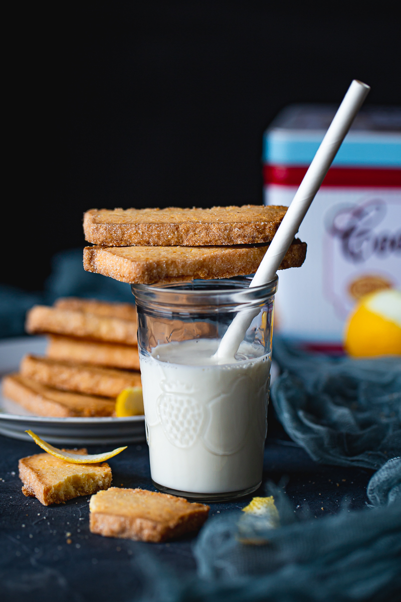 mleko i keksići sa palentom