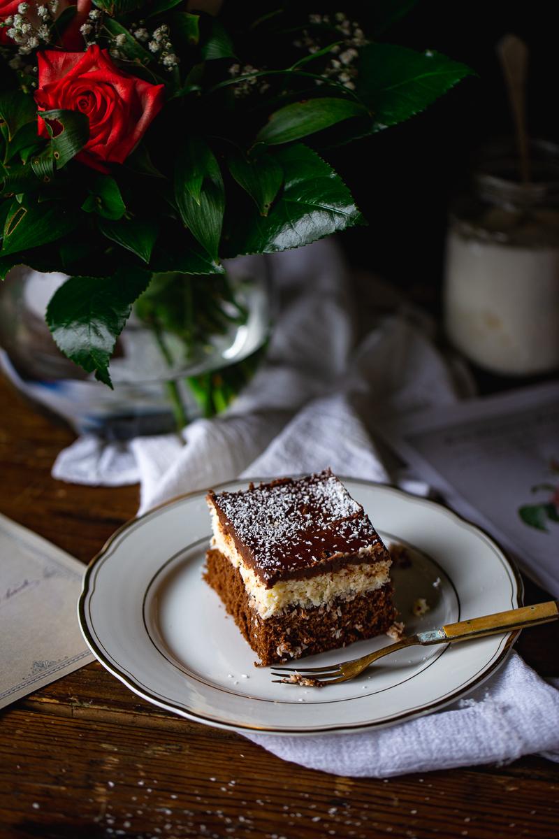 kolač sa čokoladom i kokosom