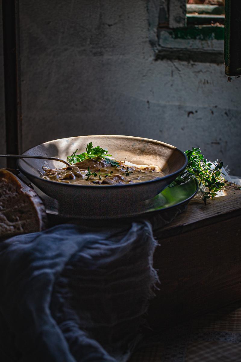 piletina i pečurke u sosu od vina