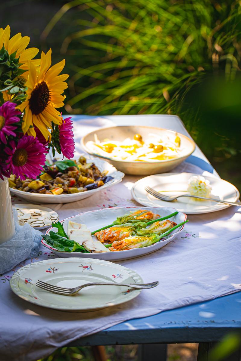 Sicilija cvetovi tikvica na tanjiru
