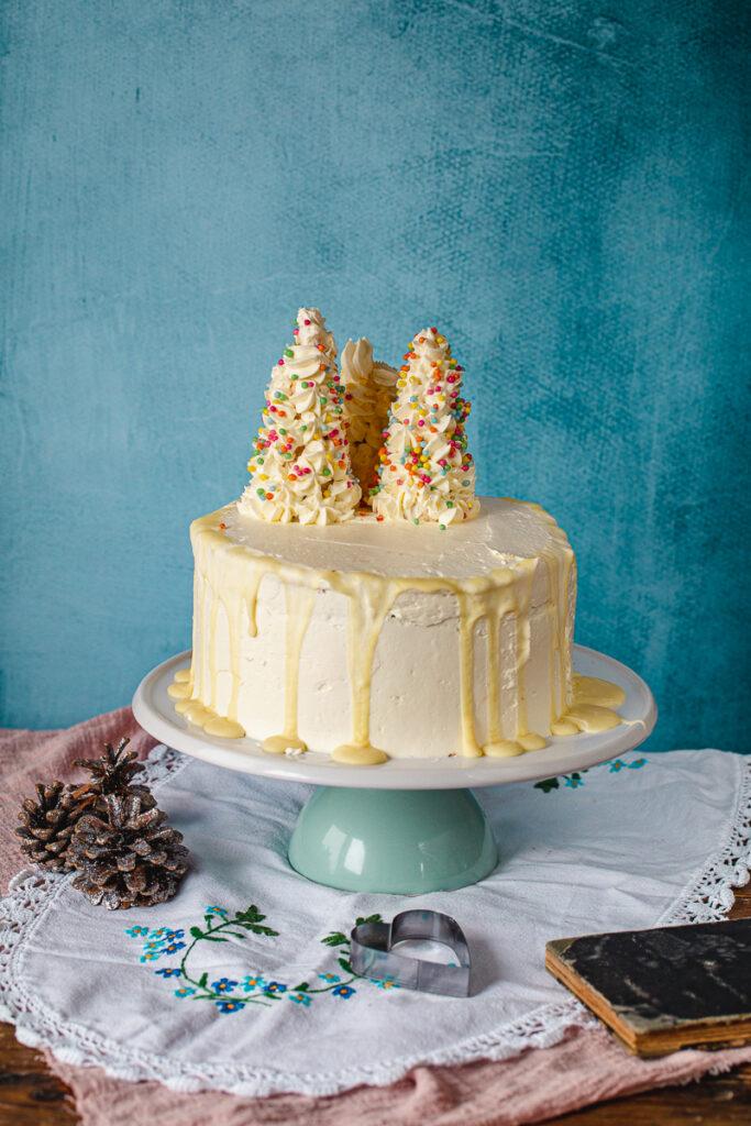 Božićna torta na stalku