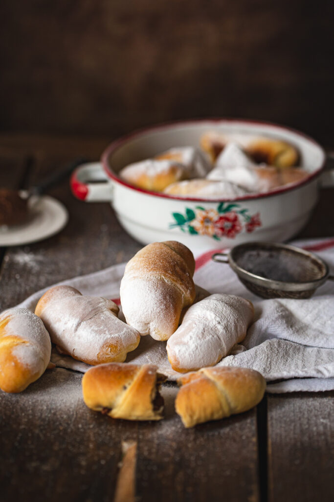 Kiflice sa kremom i šećerom u prahu