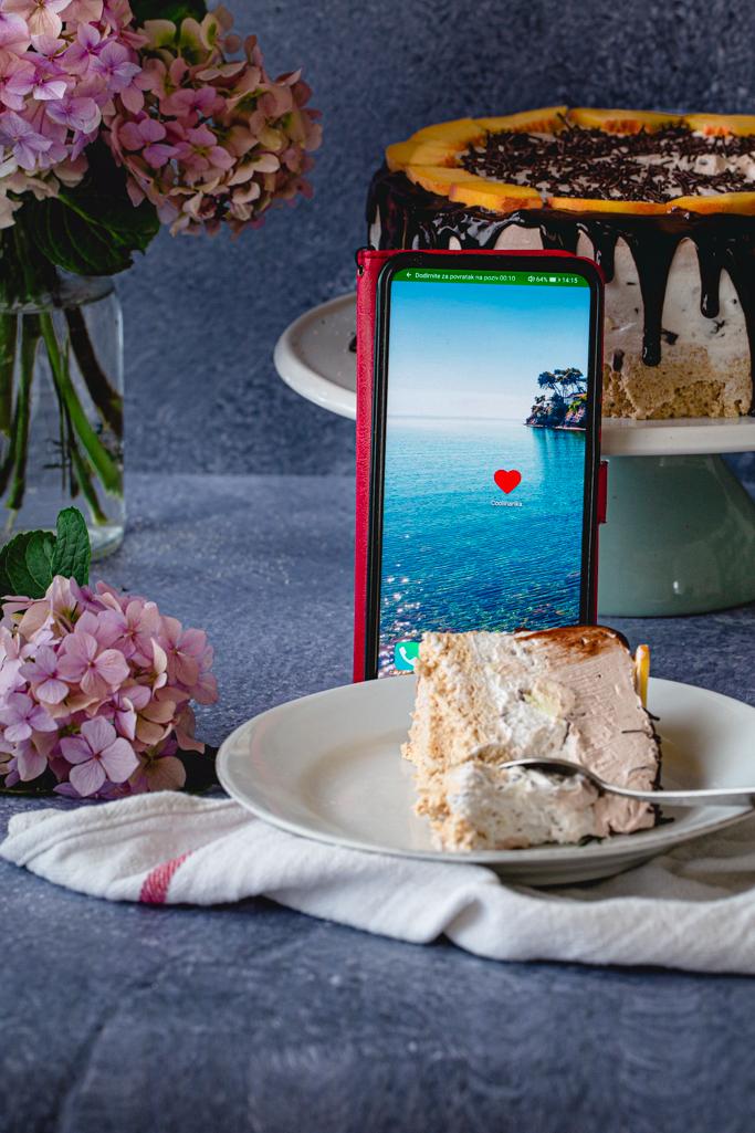 Torta grčki sladoled i telefon